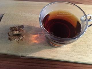 テーブルの上のコーヒー カップ - No.1252382
