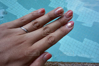 大好きなピンクを使った旅行用のネイルの写真・画像素材[1323903]