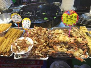 台湾の夜市 カニの唐揚げの写真・画像素材[1225761]