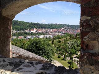 石造りの背景の山の建物の表示の写真・画像素材[1225778]