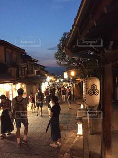 通りを歩く人々の写真・画像素材[1223324]