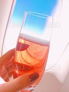 ANAビジネスクラスでシャンパンの写真・画像素材[1237290]