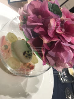 てんとう虫のチョコつきデザートの写真・画像素材[1612896]
