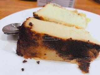 サンセバスチャン・ラ ヴィーニャのチーズケーキの写真・画像素材[2340325]