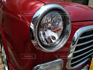 赤いミラジーノの丸目ヘッドライトの写真・画像素材[1234242]