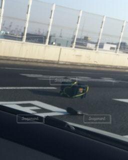 高速道路の危険な落し物の写真・画像素材[1226659]