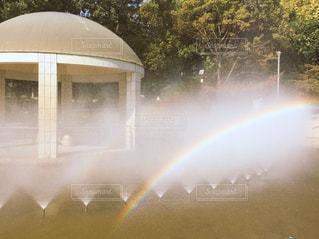 噴水と虹の写真・画像素材[1225864]