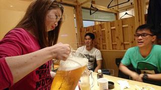ビールを注ぐ私の写真・画像素材[1236465]