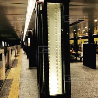 近くに地下鉄の駅のアップの写真・画像素材[1224376]