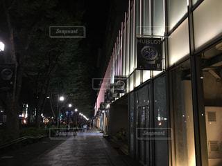 夜の表参道ヒルズの写真・画像素材[1224412]