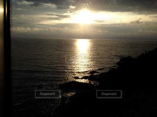 沈む夕日の写真・画像素材[1225920]
