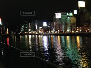 夜の街の景色の写真・画像素材[1225921]