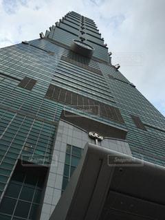 下から見上げた台北101の写真・画像素材[1226031]