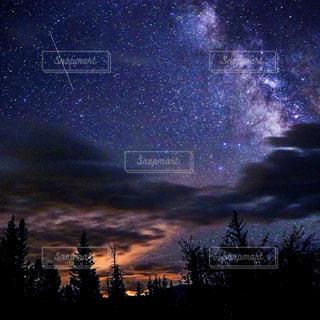 暗雲立ち込めるの写真・画像素材[1224977]
