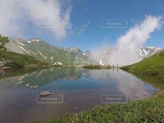 背景の山と水体の写真・画像素材[1316758]