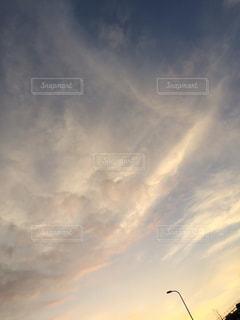 空には雲のグループの写真・画像素材[1226345]
