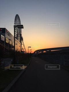 夕暮れ時の都市の景色の写真・画像素材[1226349]