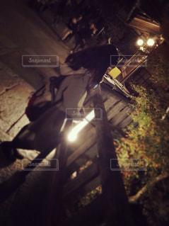 夜のライトアップされた街の写真・画像素材[1226464]