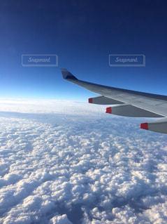 雲の上の飛行機の写真・画像素材[1233382]