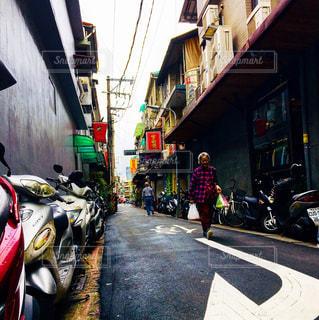 都市のストリート バイクに乗る人の写真・画像素材[1227147]