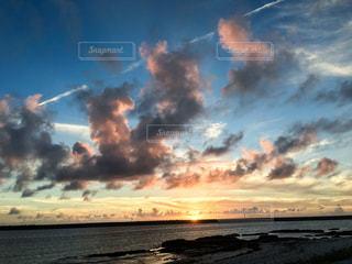 久米島の夕陽の写真・画像素材[1227383]