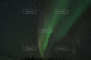 夜に見上げる空の景色の写真・画像素材[1226875]