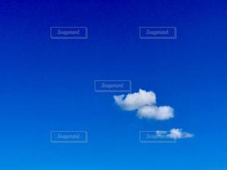 浮かぶ雲の写真・画像素材[1316597]
