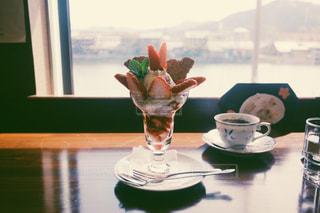 川沿いの喫茶店の写真・画像素材[1228530]