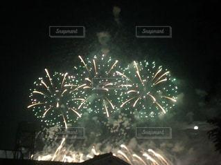 空に花火の写真・画像素材[1228201]