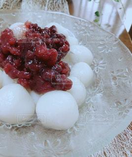 皿の上の食べ物の写真・画像素材[1233255]