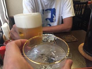 一杯のコーヒーをテーブルに着席した人の写真・画像素材[1278338]