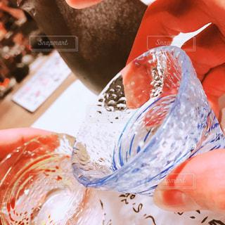 おちょこで日本酒の写真・画像素材[1259371]