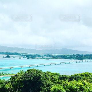 沖縄の海と橋の写真・画像素材[1333075]