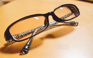 茶色い色つきの眼鏡の写真・画像素材[1240821]