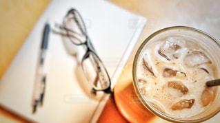 アイスコーヒーでひと息タイムの写真・画像素材[1260009]