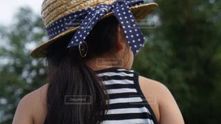 帽子をかぶっている女性の写真・画像素材[1280859]