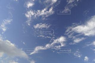 空には雲のグループの写真・画像素材[1255888]