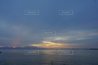 海から生まれる朝日の写真・画像素材[1255893]
