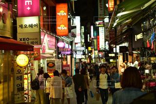 韓国の繁華街の写真・画像素材[1235493]