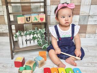 もうすぐ1歳のバースデーの写真・画像素材[1239030]