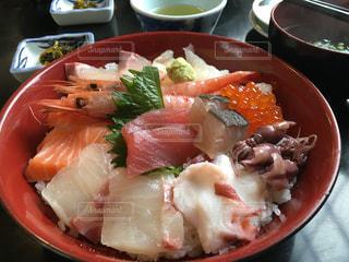 豪華海鮮丼の写真・画像素材[1236333]