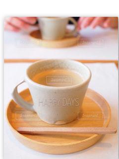 テーブルの上のコーヒー カップの写真・画像素材[1235217]