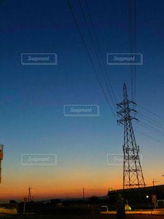 街に沈む夕日の写真・画像素材[1242569]