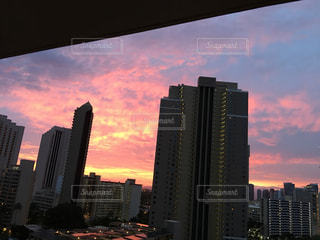 街に沈む夕日の写真・画像素材[1325306]
