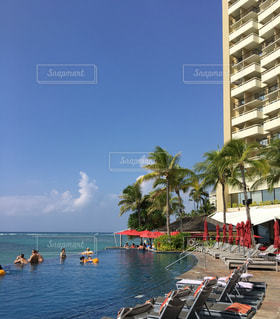 ハワイ 海とプールの写真・画像素材[1325446]