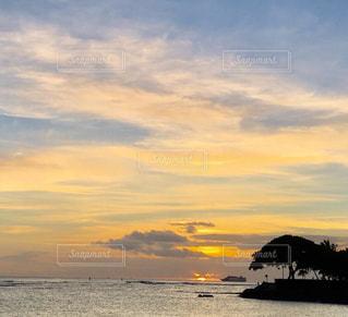アラモアナビーチパークの夕暮れの写真・画像素材[1330380]