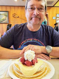 ストロベリーチーズクリームパンケーキの写真・画像素材[1423522]
