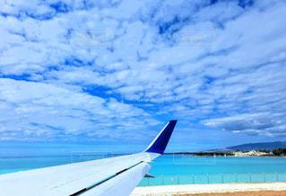 ホノルル空港、滑走路。空の青と飛行機の白がステキでした!の写真・画像素材[1818211]