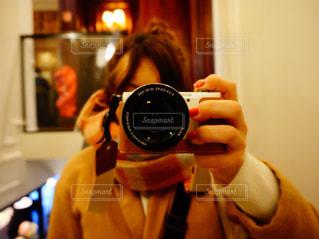 カメラと私の写真・画像素材[1644941]