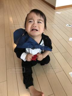 小さな子供がカメラで笑っての写真・画像素材[1238800]